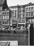 2004-6097 De Wijnhaven met de monumentale panden naast het Witte Huis.