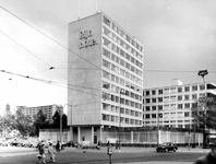 2004-6163 Het Kruisplein met het Rijnhotel.