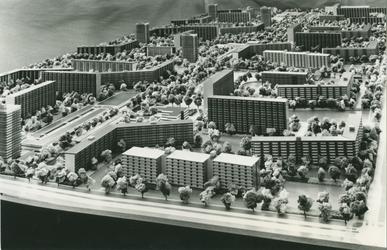2004-7590 3 foto's van maquette omtrent de wijk Ommoord, ca. 1962.