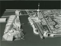 2004-7593 3 foto's van maquette van niet uitgevoerd ontwerp voor pretpark rondom Euromast en Parkhaven en op ...