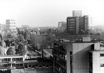 2005-10007 Overzicht op de omgeving van het C.S.-Kwartier met de Stationssingel en op de achtergrond het scholencomplex ...