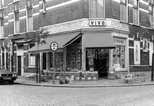 2005-10013-TM-10015 De AgniesestraatVan boven naar beneden:-10.013: Een kruidenierswinkel op hoek van Agniesestraat. ...