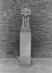 2005-10127-EN-10128 Beeldjes:Van boven naar beneden:-10.127: Aan de Zijpe staat sinds de Opbouwwdag 18 mei 1956 een ...