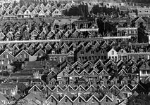 2005-10170 Overzicht vanaf het Shell-gebouw op deel van wijk Oude Noorden, uit zuidelijke richting.