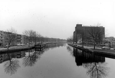 2005-10179 De Rotte uit zuidelijke richting gezien. Links de Rechter Rottekade en rechts de Linker Rottekade met het ...