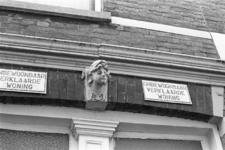 2005-10771 Onbewoonbaar verklaarde woning in de Burgemeester Roosstraat.