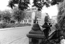 2005-10789 De Zomerhofbrug over de Noordsingel. Uit noordelijke richting gezien. Op de achtergrond de Zomerhofstraat.