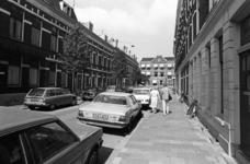 2005-10832 In de Agniesestraat. Op de achtergrond het Eudokiaziekenhuis aan de Bergweg.