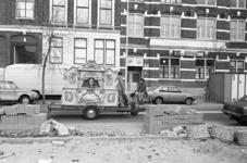 2005-10912 Een draaiorgel in de Erasmusstraat.