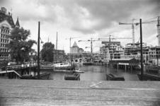 2005-10946-TM-10948 De Oudehaven:Van boven naar beneden:-10946: De Oudehaven gezien vanaf de Koningsdam. Op de ...