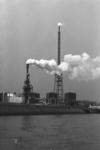 2005-10983 De 3e Petroleumhaven ter hoogte van de Esso raffinaderij.