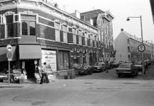 2005-11002 Op de hoek van het Zwaanshals en de Wolstraat.