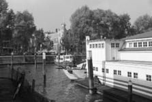 2005-11023 De Veerhaven ter hoogte van het botenhuis van de Koninklijke Roei-en Zeilvereeniging De Maas.