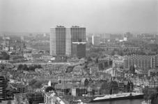 2005-11121 Overzicht op wijken Bospolder en Tussendijken, gezien vanaf de Euromast. Uit zuidoostelijke richting. In het ...