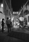 2005-11207 In de Sint-Laurenskerk is een stand van een antiekbeurs.
