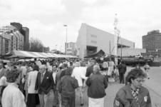 2005-11267 Op de Schiedamsedijk is een antiekmarkt.