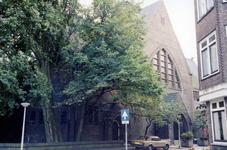 2005-1517 Exterieur van de Rooms Katholieke Heilige Familiekerk aan de Voorburgstraat. De opname is genomen naar de ...