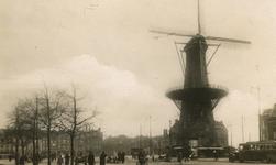 2005-1541 Het Oostplein met molen De Noord, geheel in het midden de Goudsesingel.