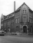 2005-1775 Het kantoor en stationsgebouw van de R.T.M. aan de Rosestraat 3. Rechts de Entrepôtstraat.