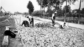 2005-2096-1-TM-15 Reportage van de aanleg van de Groene Kruisweg ter hoogte van Rhoon, Poortugaal en Hoogvliet. ...