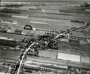 2005-2151 Luchtopname van Barendrecht en omgeving gezien vanuit het westen. Linksonder de Dorpsstraat, middenonder de ...