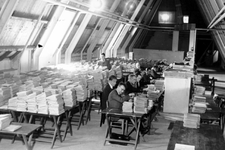 2005-5044 De voorbereiding voor de volkstelling op de zolder van het stadhuis.