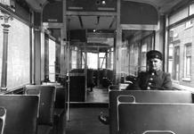 2005-5260-TM-5262 Tram en Autobus van de RETVan boven naar beneden afgebeeld:-5260: Het interieur van de nieuwe tram. ...