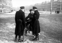 2005-5267 Op de Putselaan verricht de Politie een verkeerscontrole.
