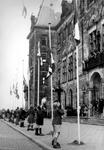 2005-5287 Aanvang van de viering van de Nationale Bevrijdingsdag op de Coolsingel voor het stadhuis.