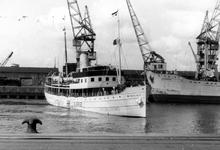 2005-5336-TM-5338 De MerwehavenVan boven naar beneden afgebeeld;-5336: In de Merwehaven is het Zweedse schip Kastelholm ...