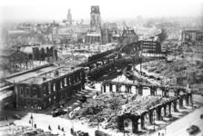 2005-5375 Overzicht vanaf het Witte Huis op de door het Duitse bombardement van 14 mei 1940 getroffen omgeving van de ...