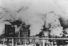 2005-5376 Gezicht op de door het Duitse bombardement van 14 mei 1940 getroffen deel van Rotterdam. Gezien vanaf het ...