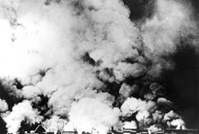 2005-5378 Gezicht op de door het Duitse bombardement van 14 mei 1940 getroffen stad Rotterdam, gezien vanuit Blijdorp.