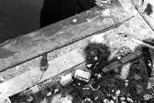 2005-5422,-5423-EN-5424 Milieu en snoepautomatenVan boven naar beneden afgebeeld:-5422: In de Delftsevaart is er een ...