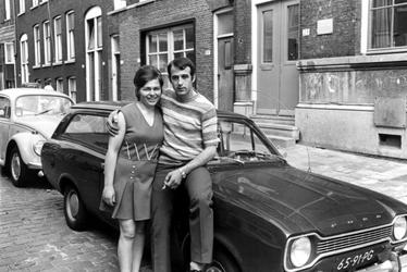 2005-5452-EN-5453 ArbeidsmigratieVan boven naar beneden afgebeeld:-5452: Grieks echtpaar Papas in de Erasmusstraat. Het ...