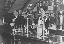 2005-5528-TM-5531 Artiestencafé Charlie's Bar aan de Kruiskade 17 a / b.4 opnamen. Van boven naar beneden:-5528: ...