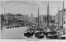2005-5658 De Oudehaven uit zuidelijke richting gezien, met het gebouw Plan C.