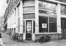 2005-5692-EN-5693 Oude NoordenVan boven naar beneden afgebeeld:-5692: In het Oude Noorden is een winkelpand te huur of ...