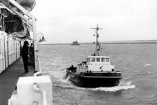 2005-5787-TM-5791 De BeneluxhavenVan boven naar beneden afgebeeld:-5787: In de Beneluxhaven wordt een sleepboot vast ...