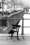 2005-5857-TM-5859 KunstwerkVan boven naar beneden afgebeeld:-5857: Een ijzeren stoel als kunstwerk in de Ds. Jan ...