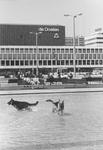 2005-5882 Het Schouwburgplein uit zuidelijke richting gezien. Op de achtergrond De Doelen.