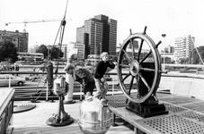 2005-5986-TM-5989 Het museumschip Buffel en een demonstratie van een oude AmbachtVan boven naar beneden ...