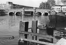 2005-6113 De Noorderbrug over de Rotte. Uit zuidelijke richting gezien. Op de achtergrond de Zaagmolenkade. Rechts de ...