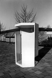2005-6153 Aan de Sint-Jacobsplaats is een nieuw model urinoir. Bij de Verkeersdienst Rotterdam