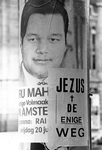 2005-6231 Affiche over geloofsbeleving aan lantaarnpaal.