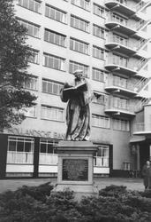 2005-6344-TM-6346 Standbeelden-fontein:Van boven naar beneden afgebeeld:-6344: Het standbeeld van Erasmus op de ...