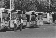 2005-6391-EN-6392 Streekbussen, taxi's bij het Centraal Station:Van boven naar beneden afgebeeld:-6391: Streekbussen ...