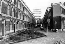 2005-6526-EN-6527 De Haarlemmerstraat:Van boven naar beneden afgebeeld:-6526: De Haarlemmerstraat uit westelijke ...