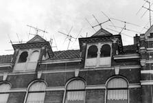 2005-6566 Televisieantennes op daken van huizen aan de Nieuwe Binnenweg.