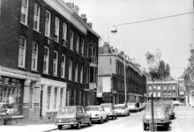 2005-7326 De Rembrandtstraat uit oostelijke richting gezien met op de achtergrond de Jacob Catsstraat.